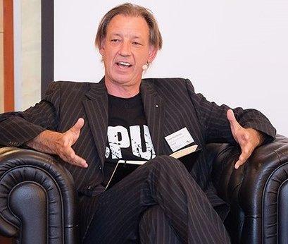 web4business Kunde Peter Buchenau im Interview